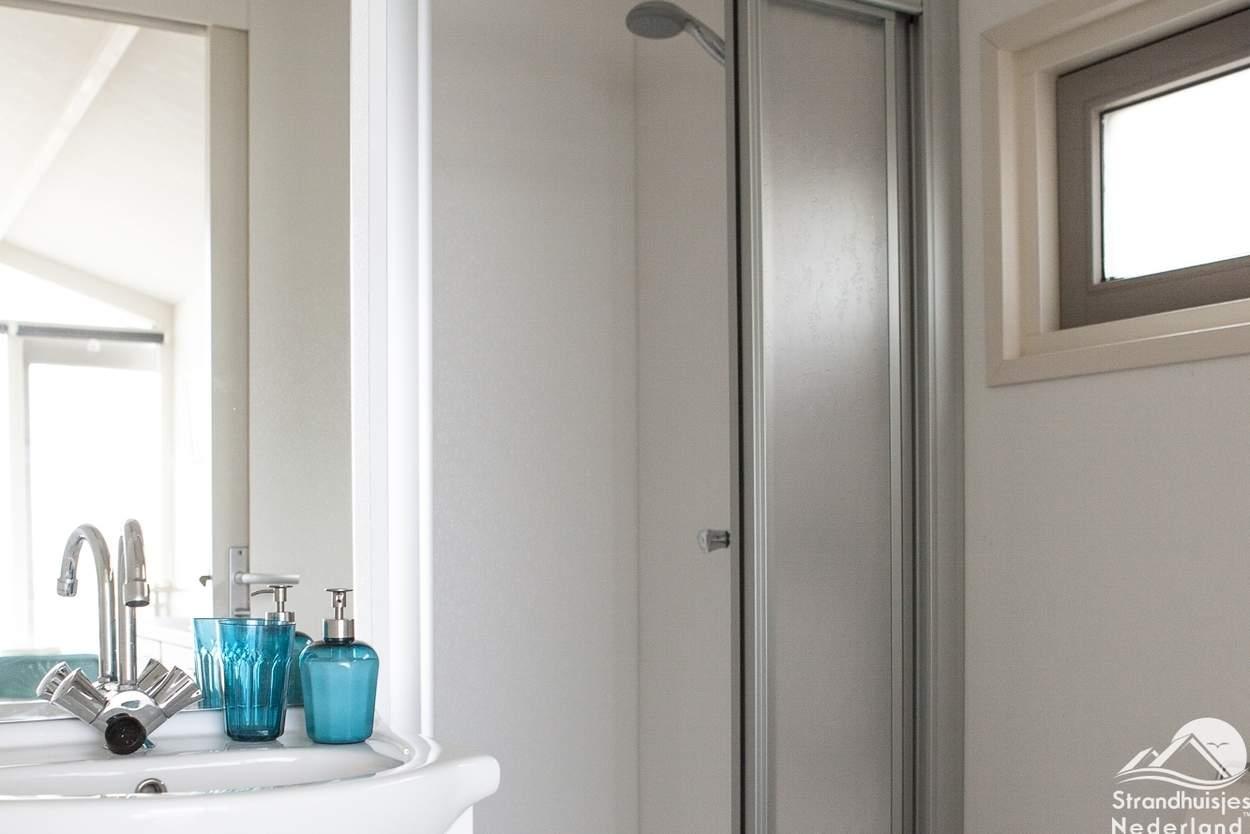 badkamer-strandhuisje-Wijk-aan-Zee