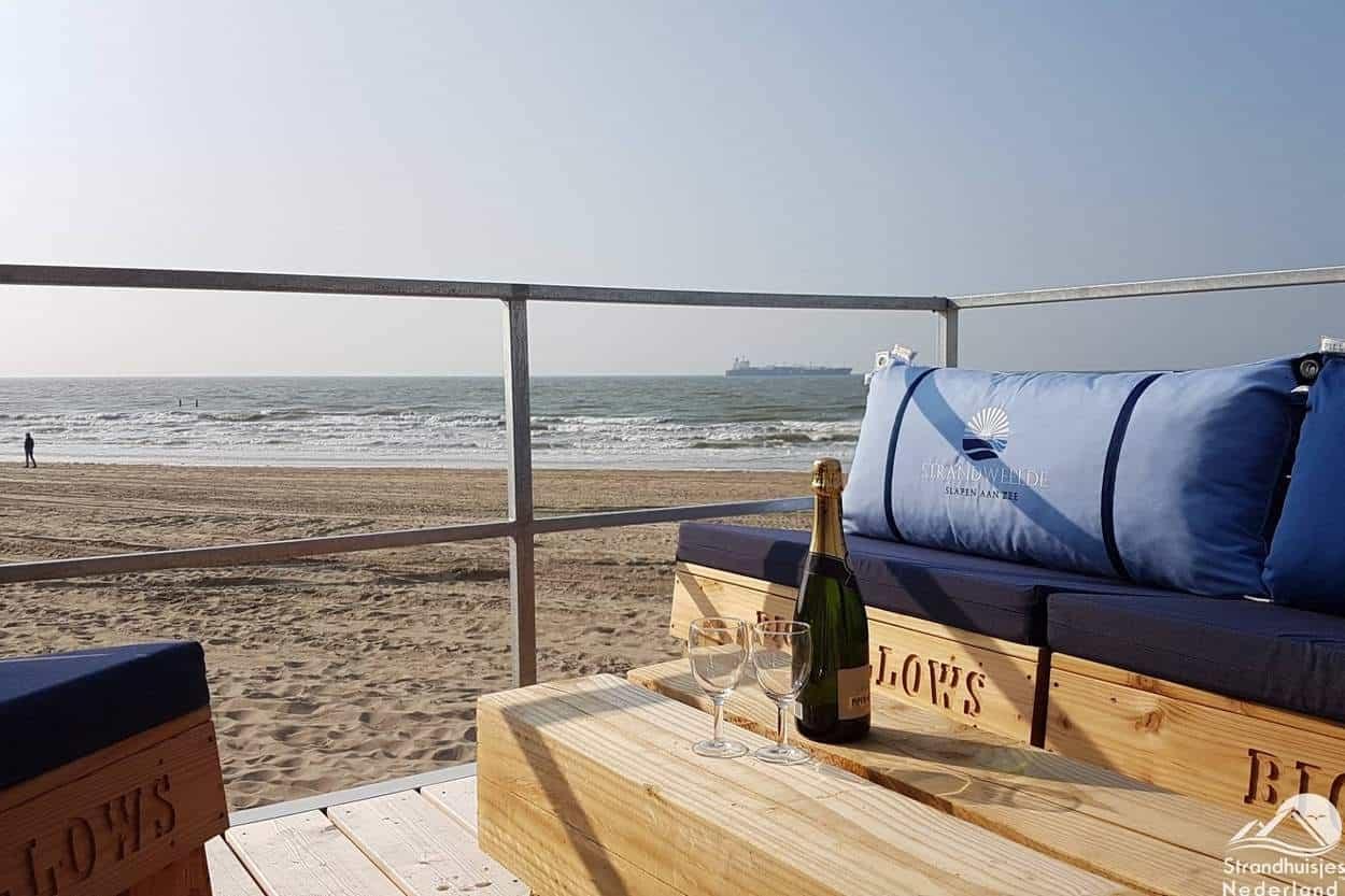 Strandterras-strandhuisje-Nieuwvliet