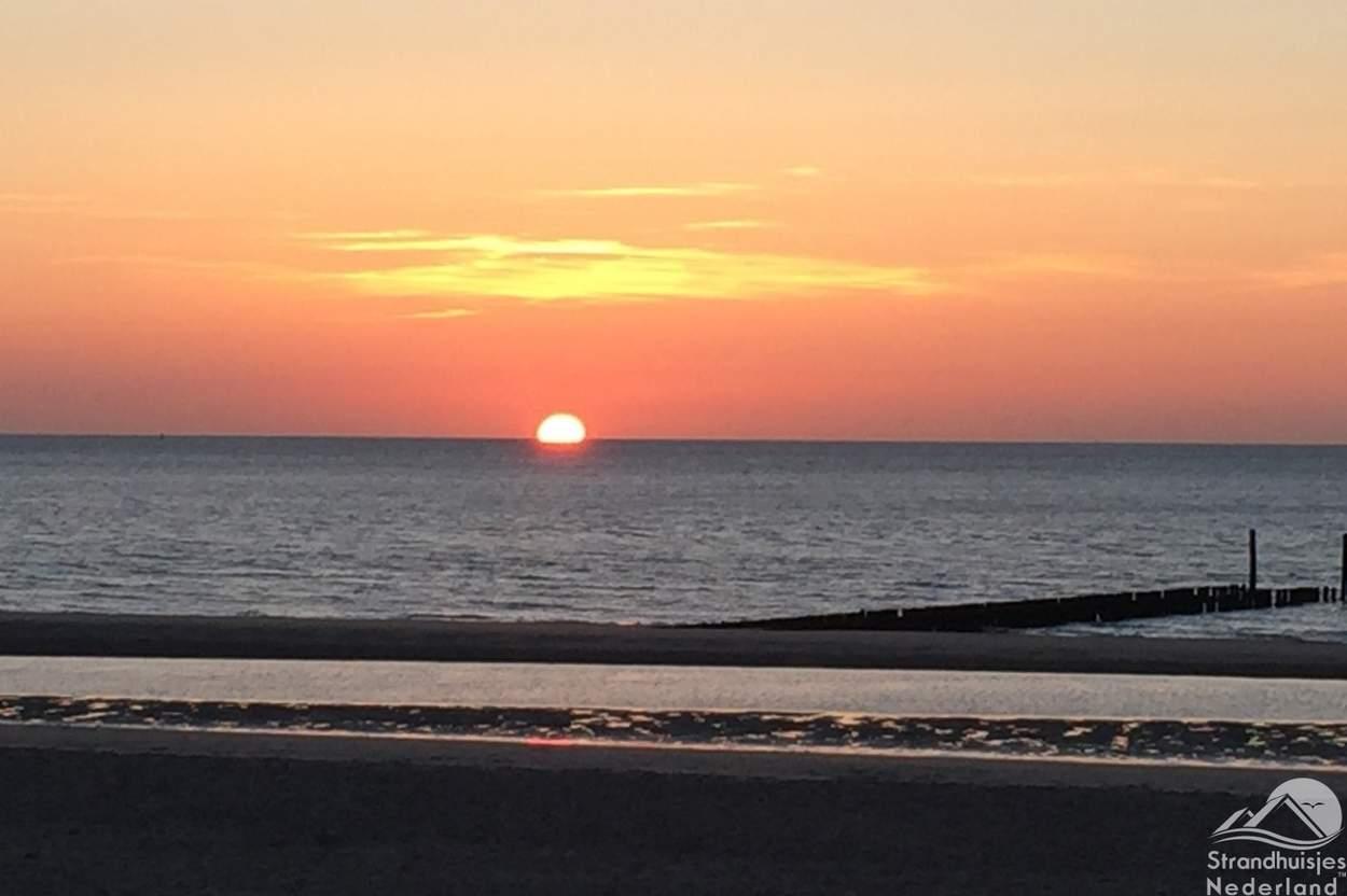 Zonsondergang-strand-Zeeland