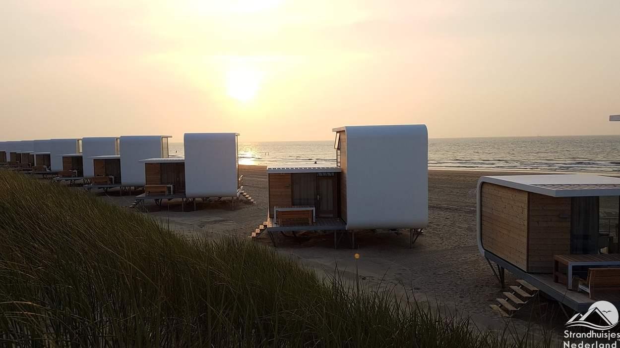 Zonsondergang-strandhuisjes-Nieuvliet