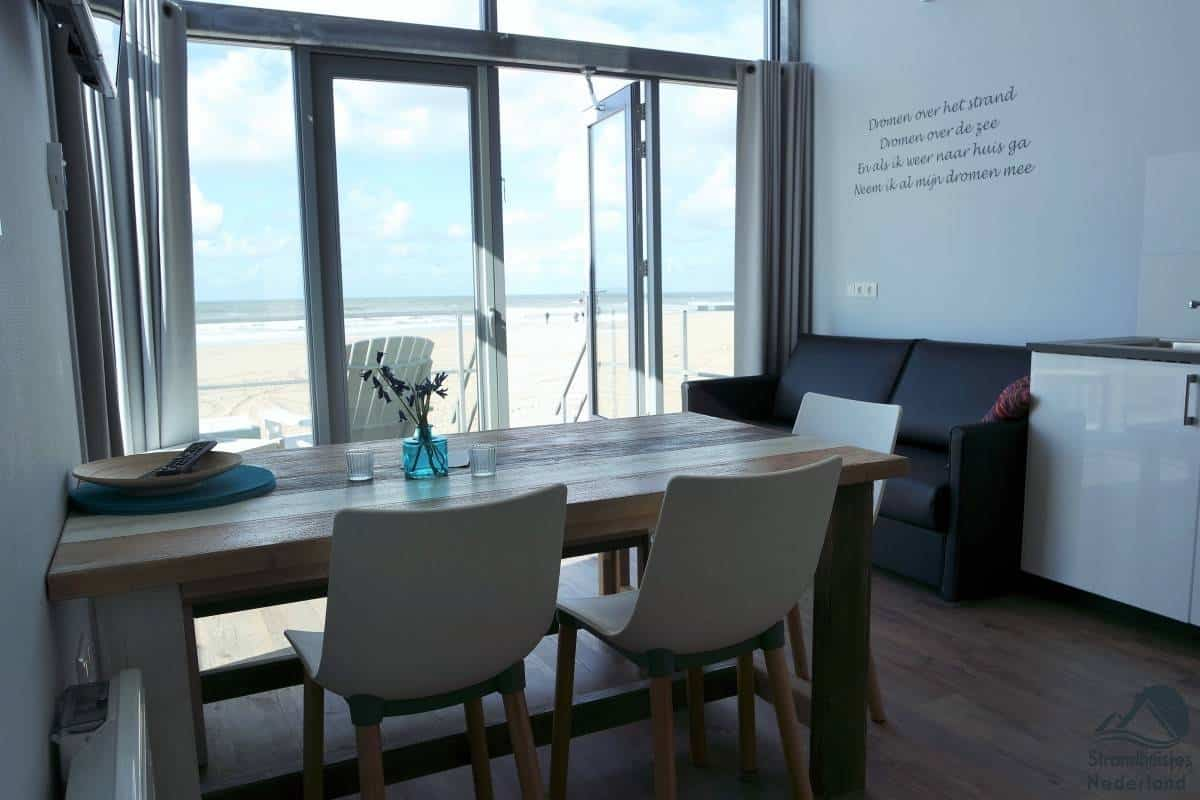 Interieur-strandhuisjes-Julaiandorp-aan-Zee