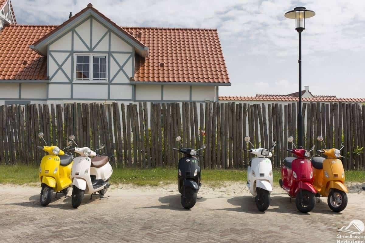 Scooter-verhuur-vakantiepark-Cadzand-Bad-1