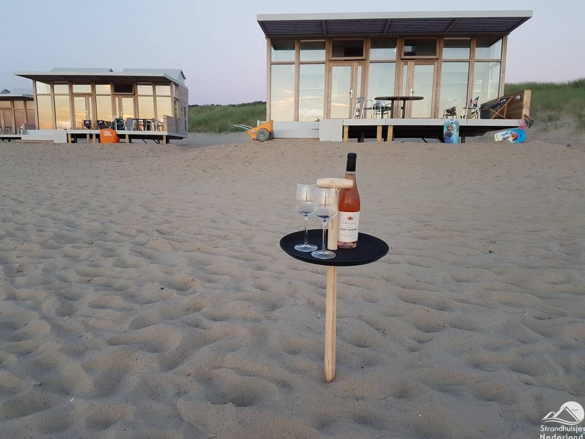 strandtafel-huisje-aan-zee-Cadzand