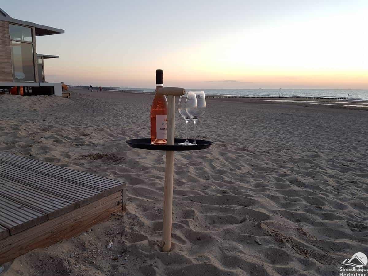 strandtafel-strandhuisje-Cadzand-Bad