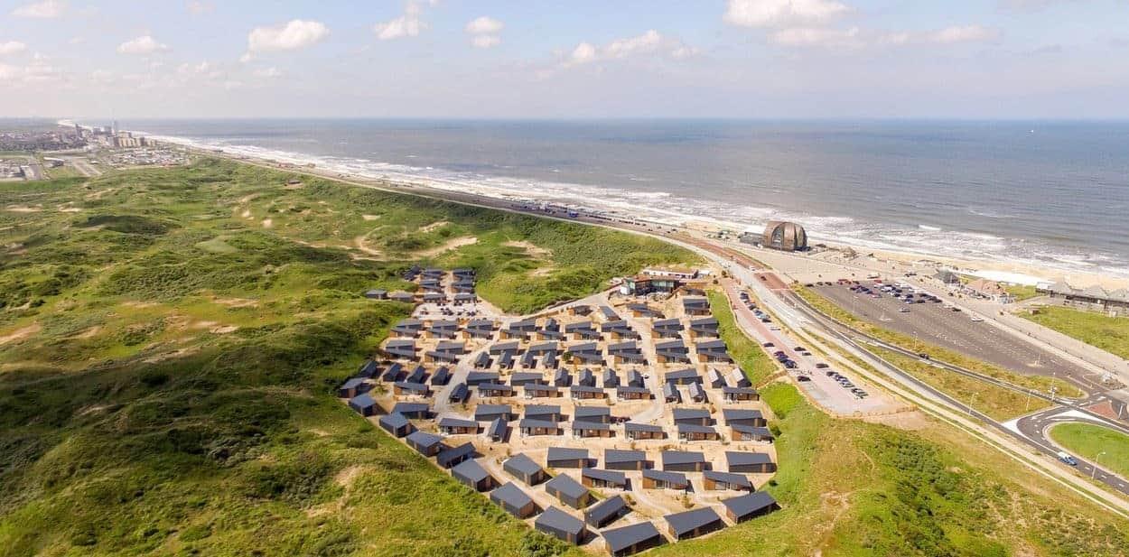 Luchtfoto-duinhuisjes-Bloemendaal-aan-Zee