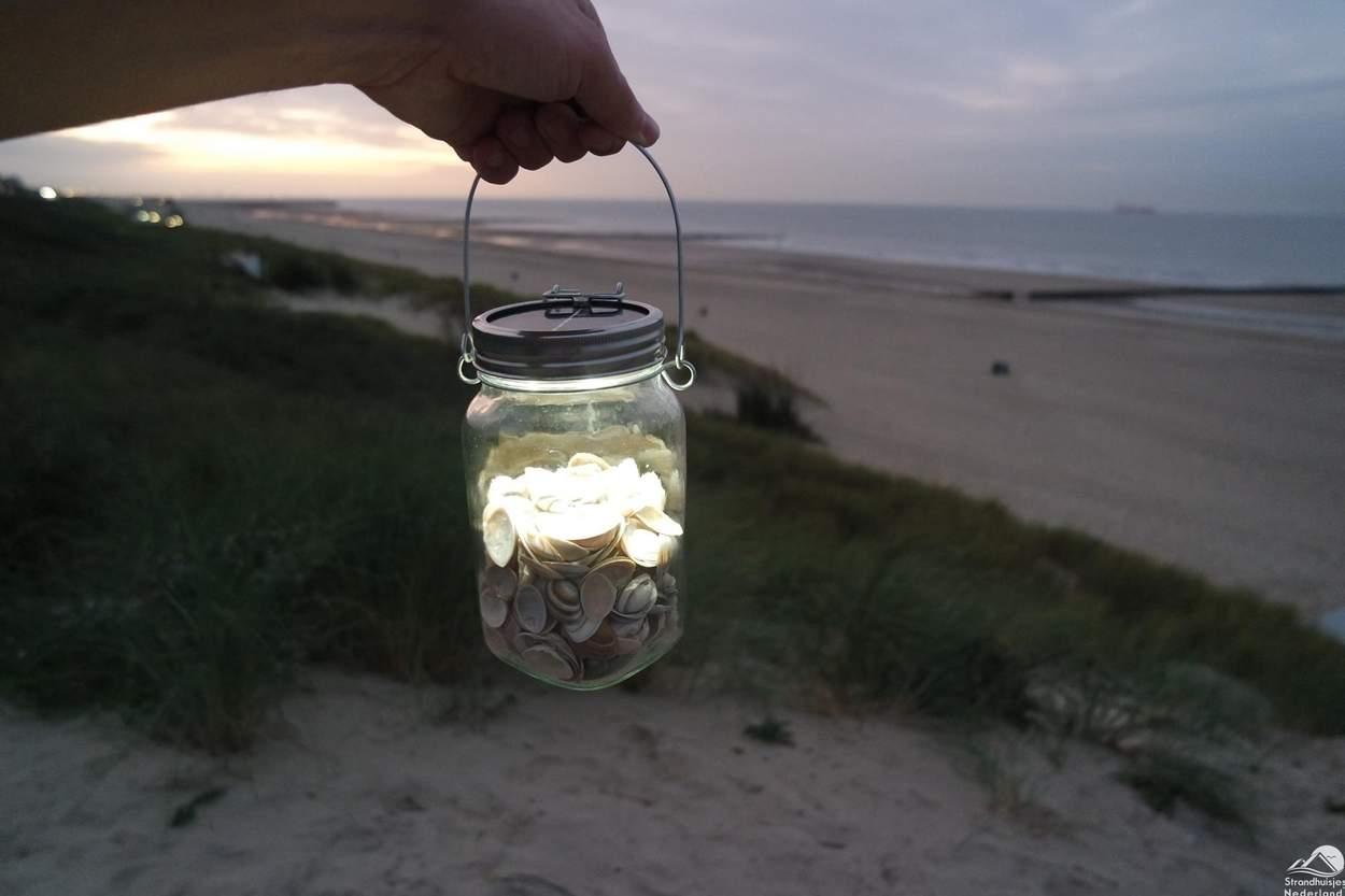 LED-lampje-op-het-strand
