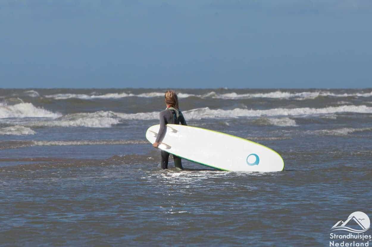 Strand-Wijk-aan-Zee-surfer