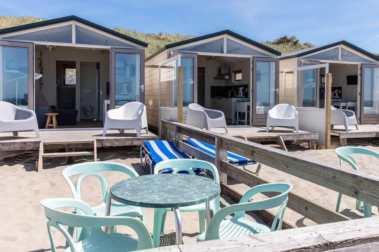 Strandtuin-en-strandterras-bij-huisjes-Wijk-aan-Zee
