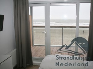 slaapkamer boven met tweepersoonbed, strandhuisje Hoek van Holland