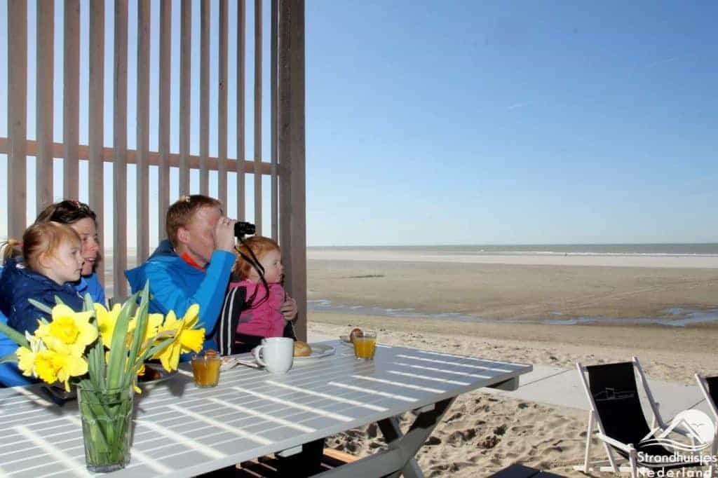 Altijd wat te zien bij strandhuisje Kijkduin
