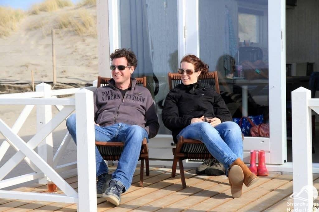 Genieten bij de Haagse strandhuisjes