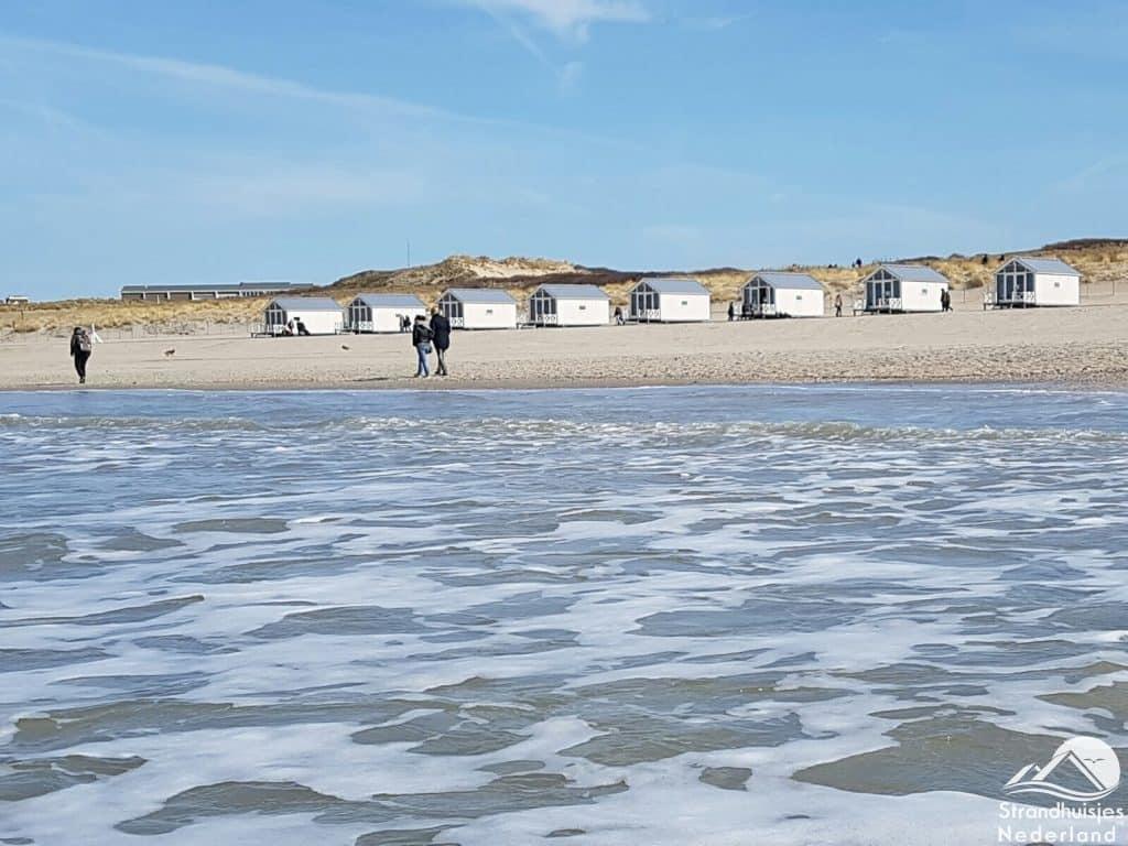 Haagse strandhuisjes op strand Kijkduin (2)