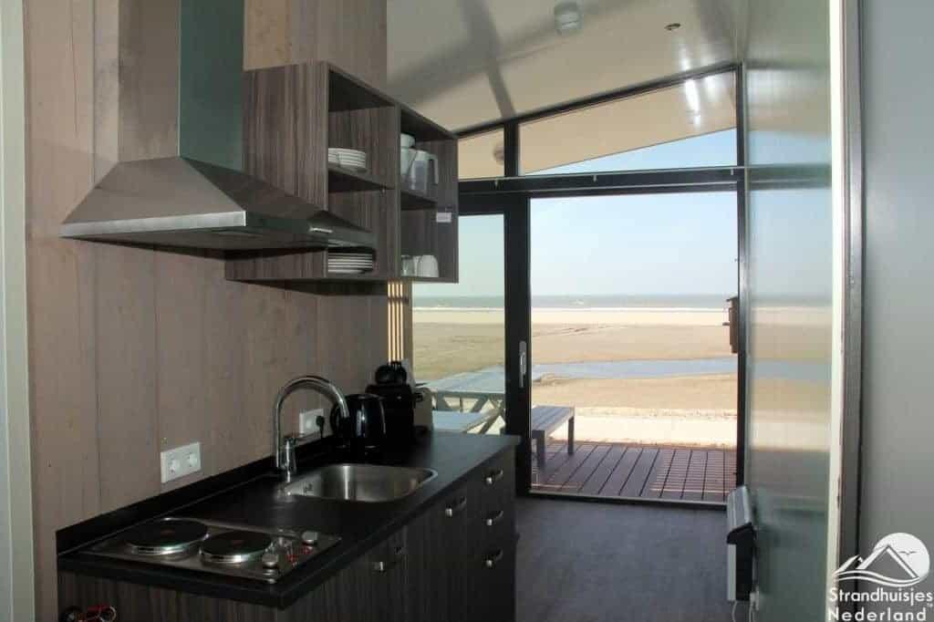 Strandhuisje Kijkduin keuken