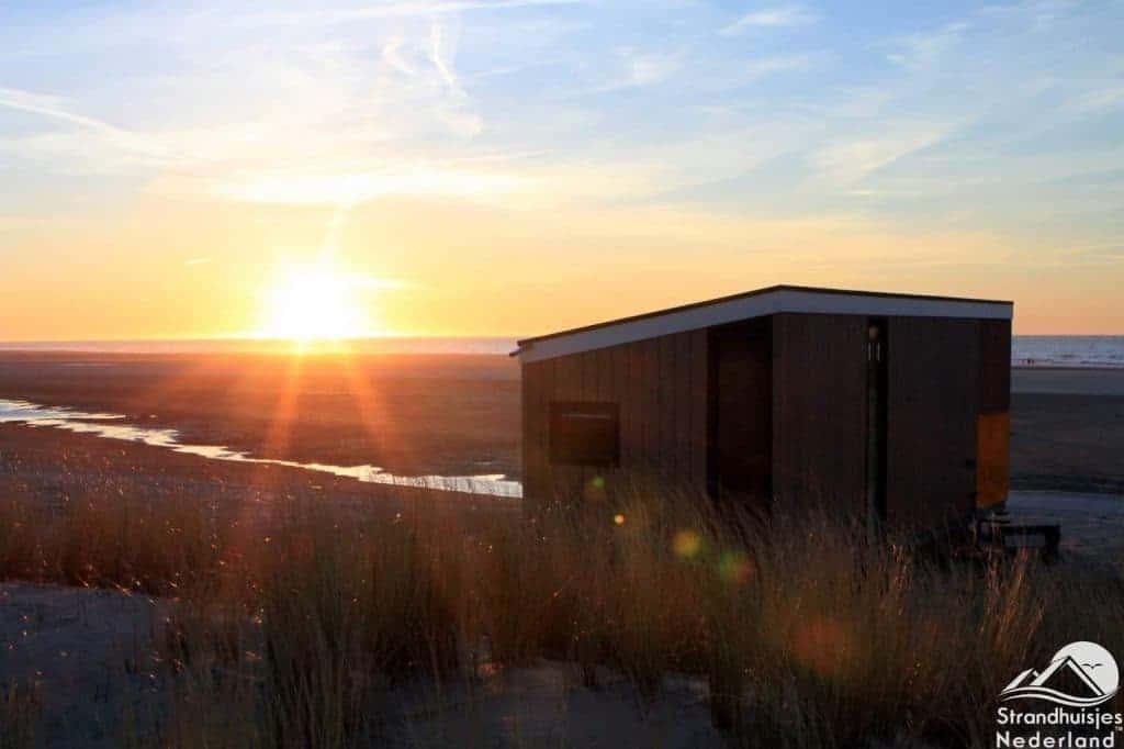 Zonsondergang strandhuisje Kijkduin (2)