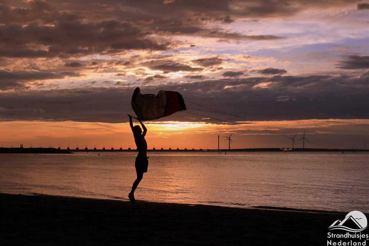 Drachenfliegen am Strand am Strand beherbergt Kamperland