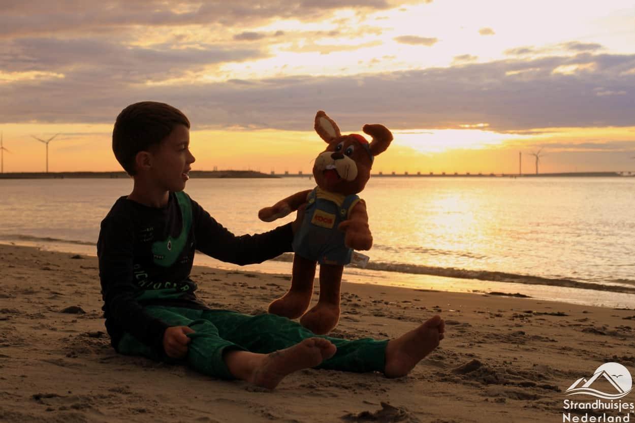 Sonnenuntergang mit Koos am Strand von Kamperland.