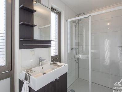 badkamer strandhuisje Hoek van Holland
