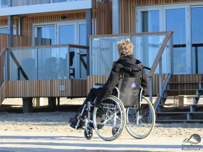 rolstoel strandhuisjes Hoek van Holland