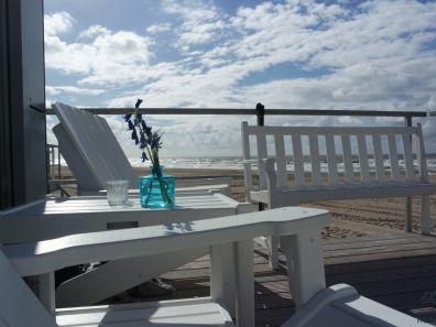 Strandterras strandhuisje Julianadorp